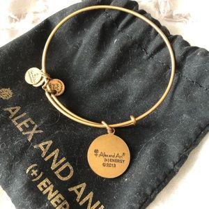 Alex and Ani Jewelry - ALEX AND ANI 🙌🏻 UMIAMI GOLD BANGLE